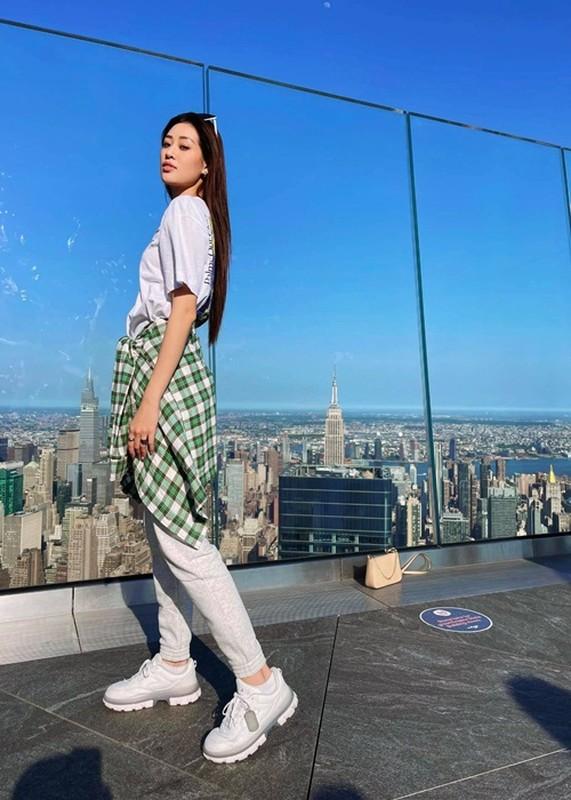 Khanh Van lo body gay go, hoi ngo ban than hau Miss Universe 2020-Hinh-2