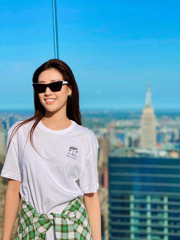 Khanh Van lo body gay go, hoi ngo ban than hau Miss Universe 2020-Hinh-4