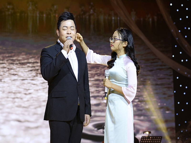 Quang Le khoe anh than thiet ben con nuoi Phuong My Chi-Hinh-6