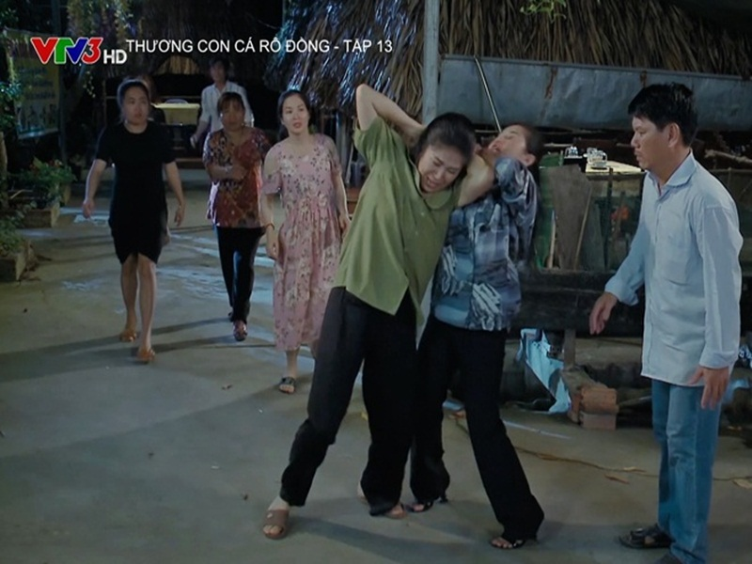 "Hau truong Le Phuong bi danh ghen trong ""Thuong con ca ro dong""-Hinh-3"
