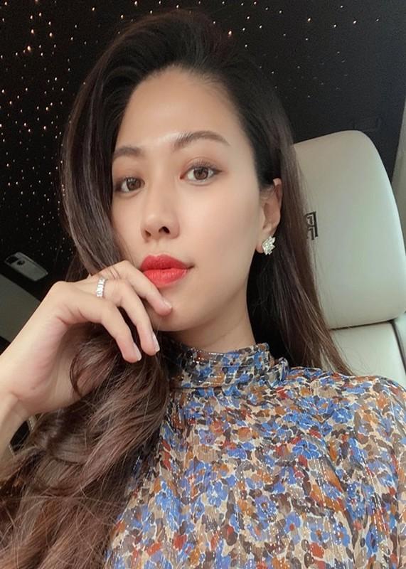 Cuoc song cua BTV Ngoc Trinh sau on ao gio ra sao?