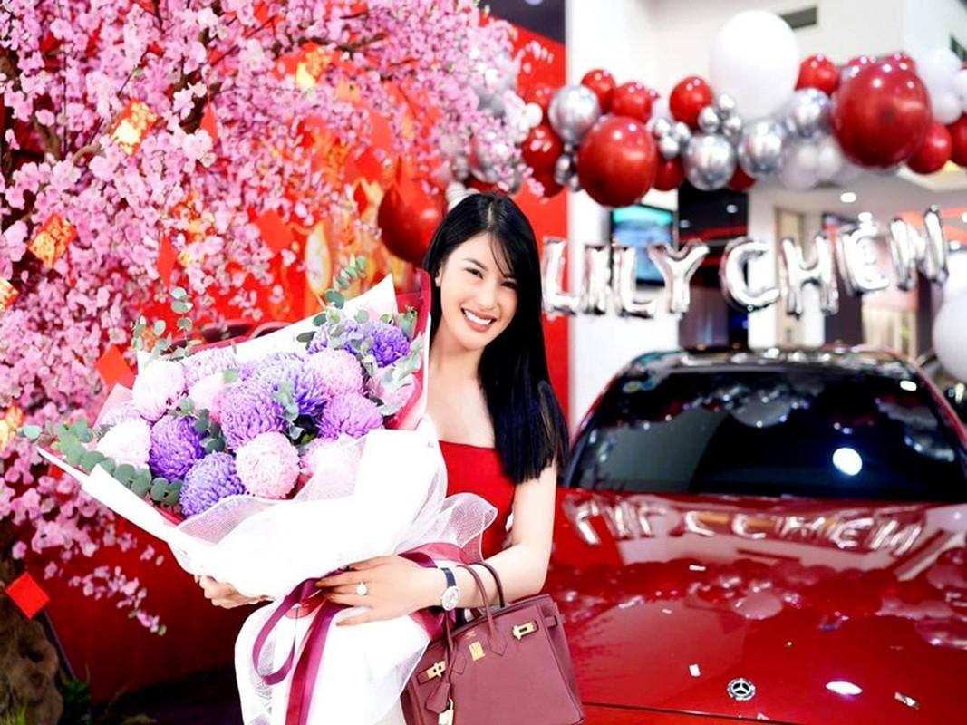 Lily Chen dung mau sieu xe voi Ngoc Trinh la ai?-Hinh-8