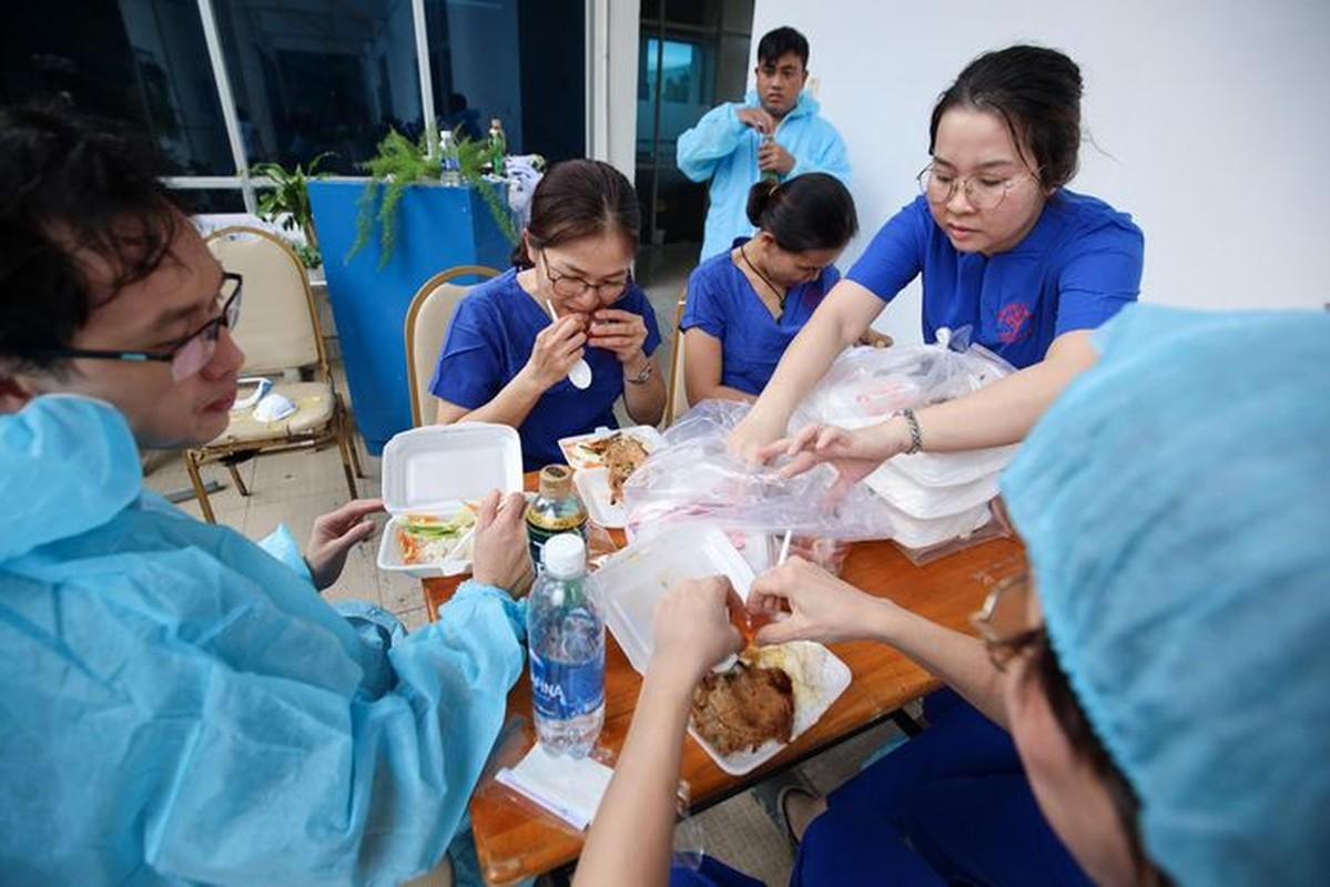 A hau Hoang My, Dai Nghia tham gia ho tro tiem vac xin COVID-19-Hinh-10