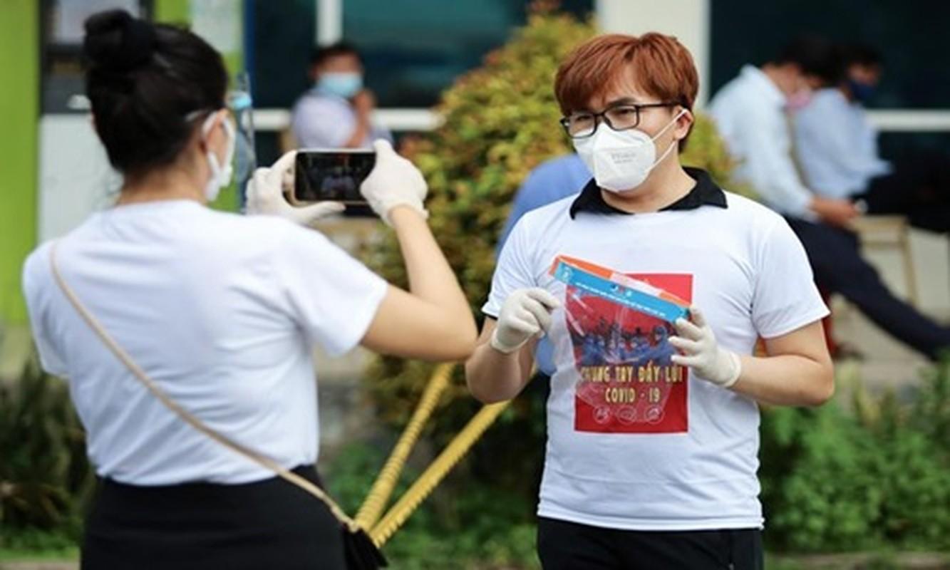 A hau Hoang My, Dai Nghia tham gia ho tro tiem vac xin COVID-19-Hinh-2