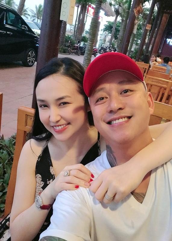 "Hon nhan cua Tuan Hung bi antifan vi la ""chan vuong""-Hinh-4"