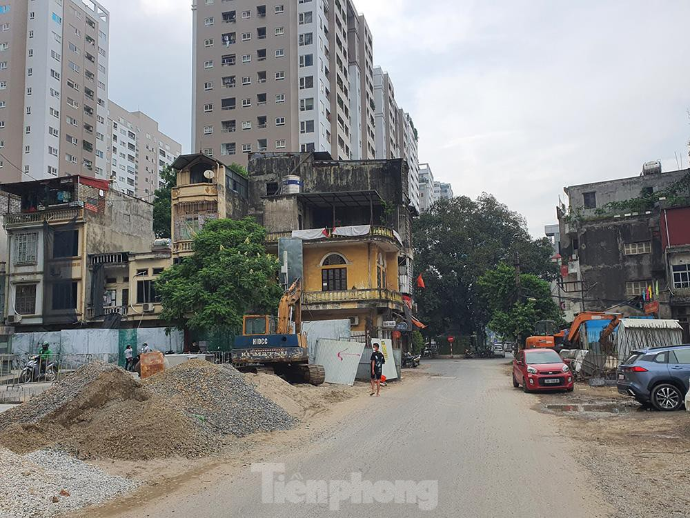 Can canh hang loat 'lo cot ky di' om tron via he Ha Noi-Hinh-14