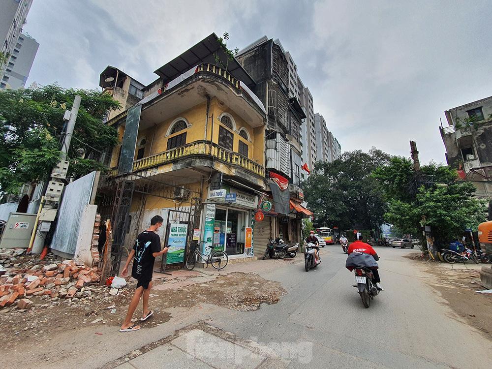 Can canh hang loat 'lo cot ky di' om tron via he Ha Noi-Hinh-15
