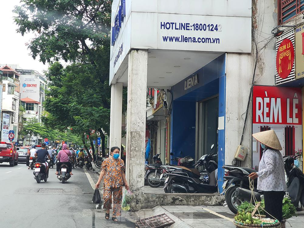 Can canh hang loat 'lo cot ky di' om tron via he Ha Noi-Hinh-5