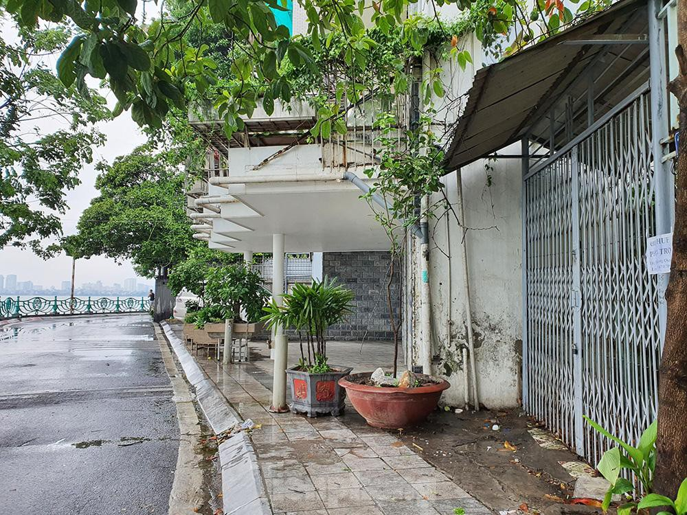 Can canh hang loat 'lo cot ky di' om tron via he Ha Noi-Hinh-9
