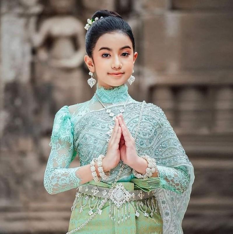 Tieu cong chua Campuchia buoc vao lang giai tri-Hinh-2