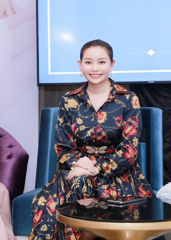 Hoa hau Hai Duong va loat sao Viet chien thang COVID-19 the nao?