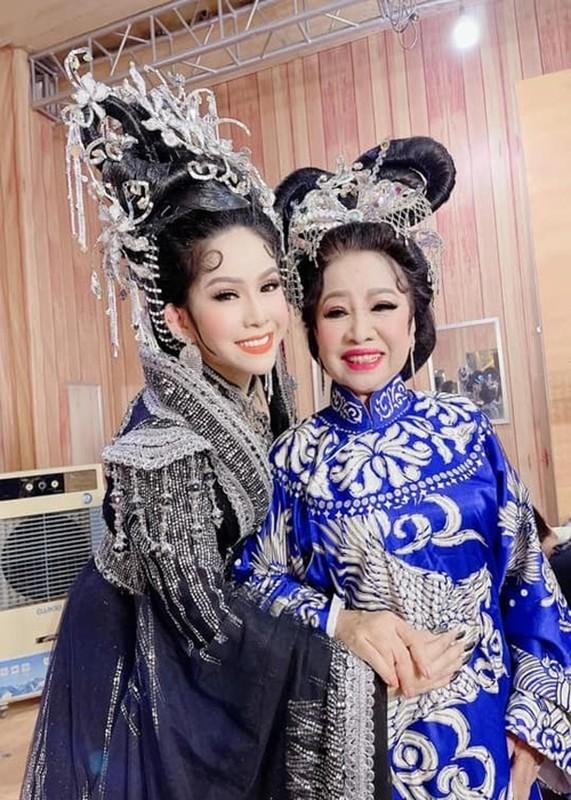 Viet Huong nua dem den benh vien lo hau su nghe si Bach Mai-Hinh-4