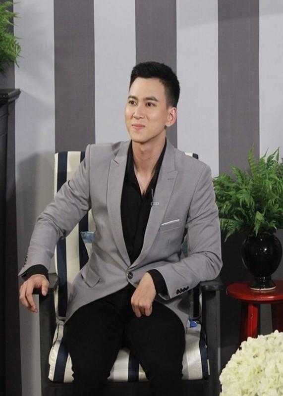 Ve dien trai cua MC Minh Tuan vuong on ao lo anh 18+-Hinh-9