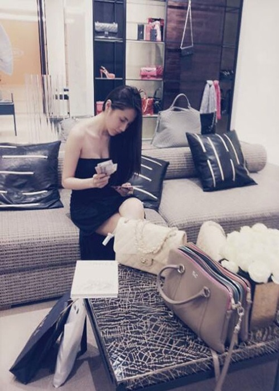 Diem loat on ao cua Thuy Tien tu thoi chua noi den nay-Hinh-7