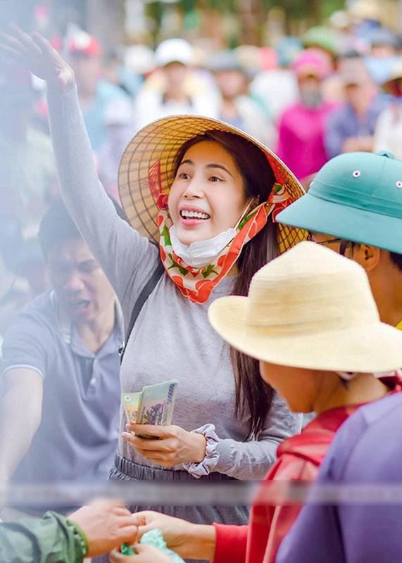 Diem loat on ao cua Thuy Tien tu thoi chua noi den nay-Hinh-8