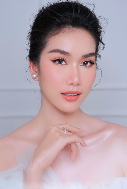 "A hau Phuong Anh nhan hoc bong thac si, ngay cang ""lot xac""-Hinh-3"