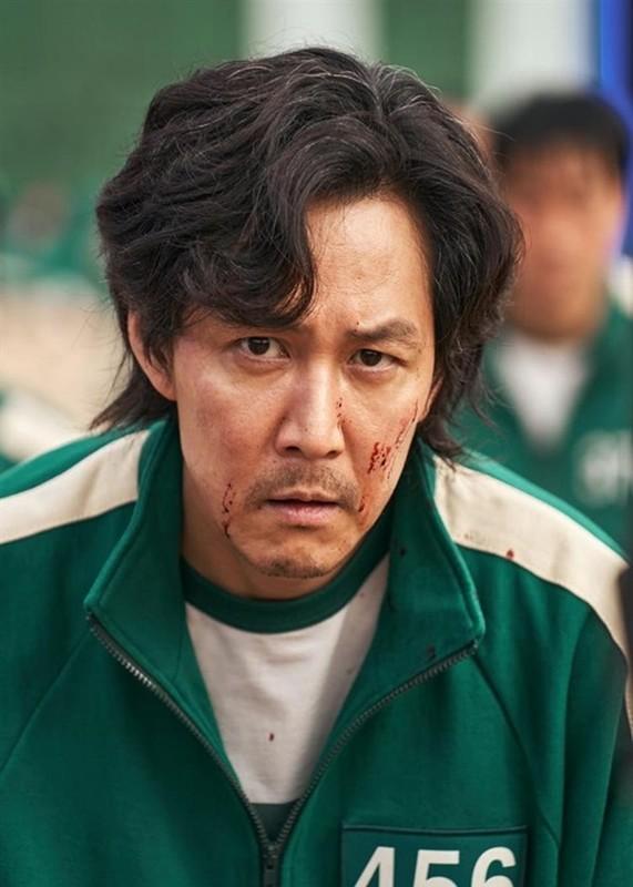 "Chan dung nam chinh phim ""Squid Game"" dang gay sot toan cau"