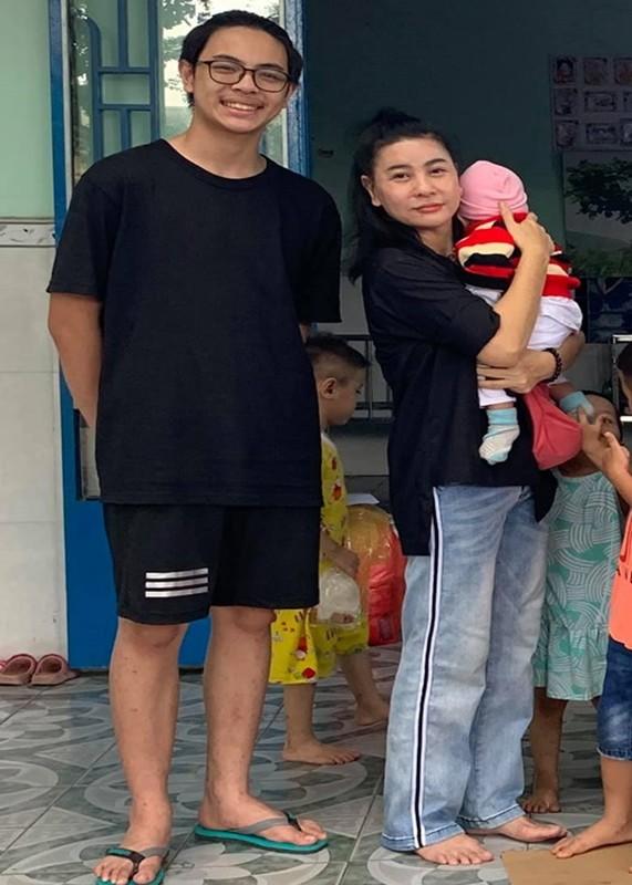 Con trai Cat Phuong - Thai Hoa cao 1m74, ngay cang giong bo-Hinh-5