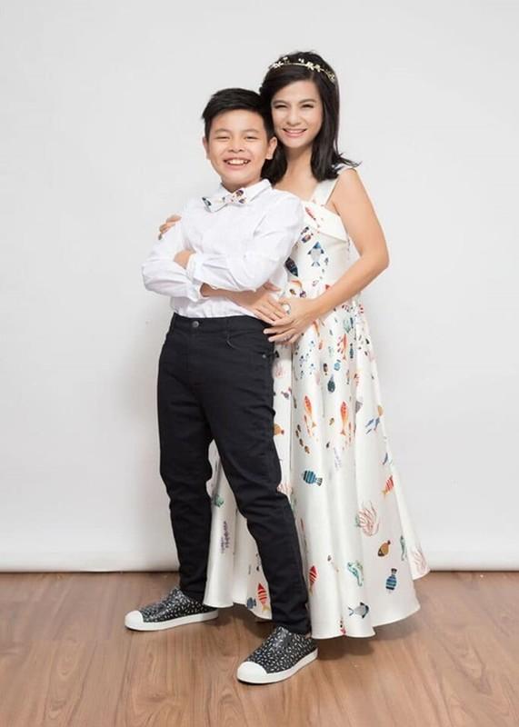 Con trai Cat Phuong - Thai Hoa cao 1m74, ngay cang giong bo-Hinh-6