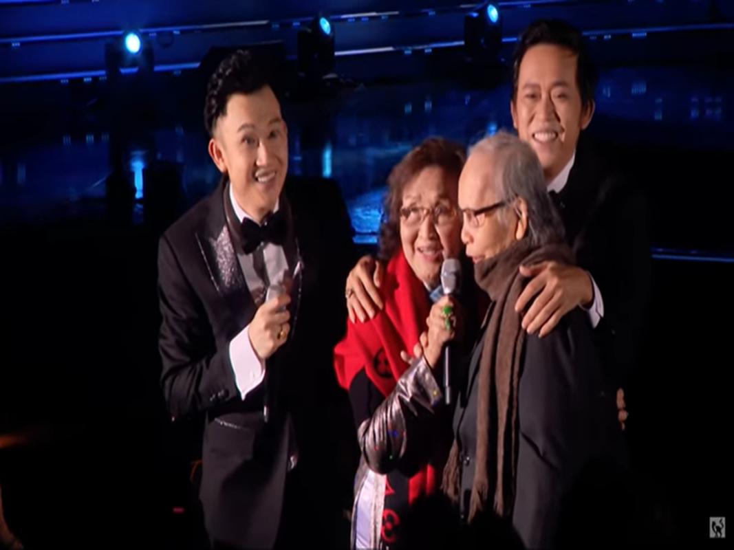Xuc dong loat anh nghe si Hoai Linh - Duong Trieu Vu ben bo me-Hinh-5