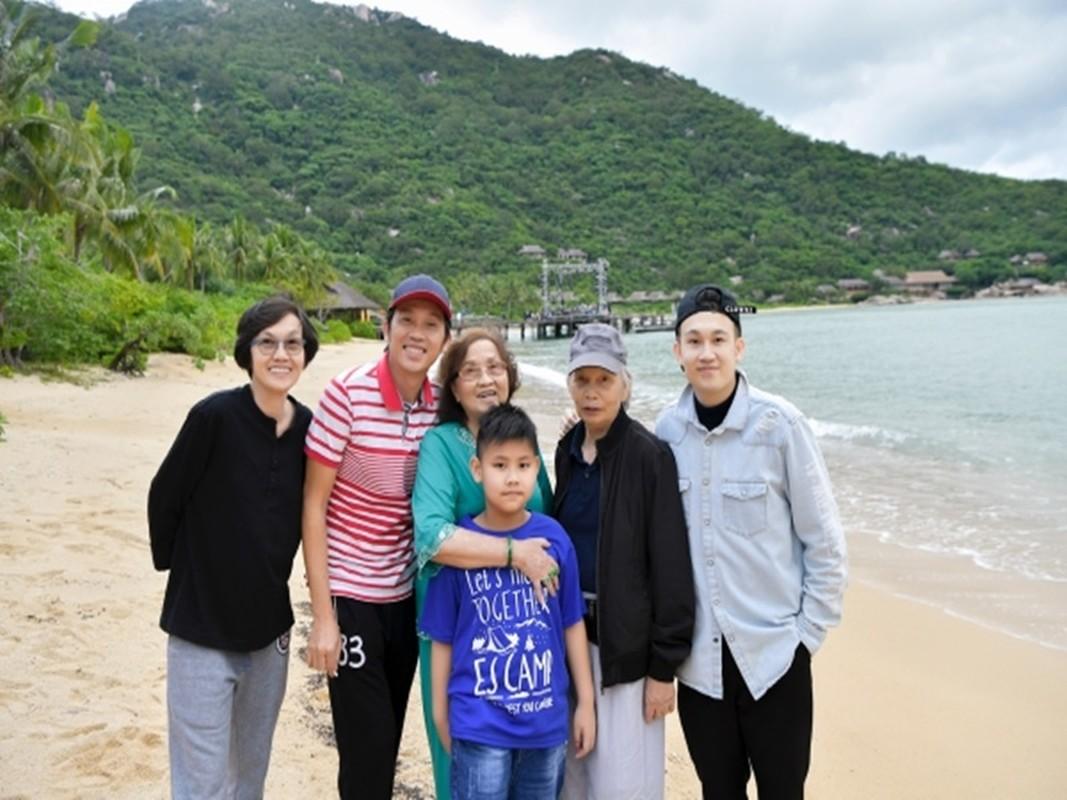 Xuc dong loat anh nghe si Hoai Linh - Duong Trieu Vu ben bo me-Hinh-7