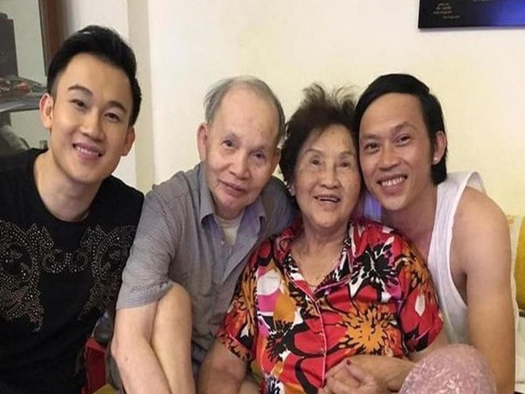 Xuc dong loat anh nghe si Hoai Linh - Duong Trieu Vu ben bo me-Hinh-8
