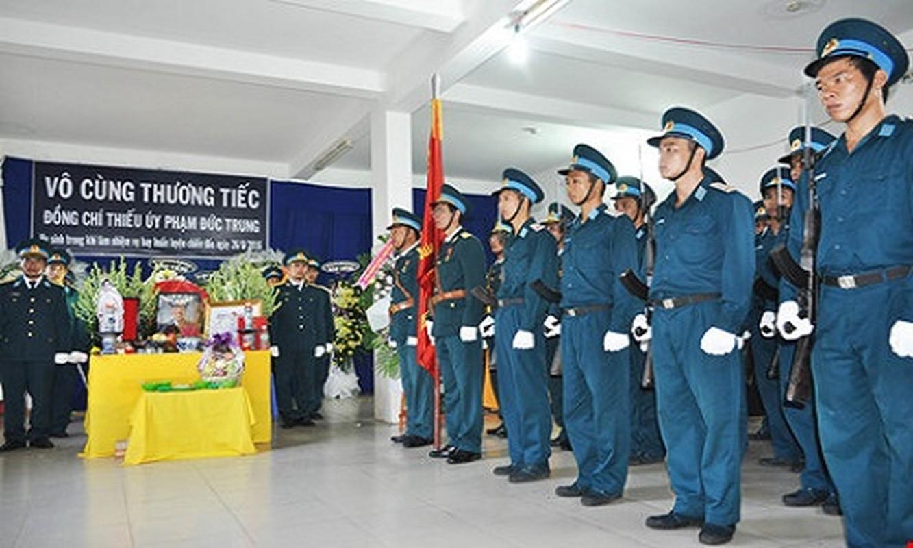 Nghen ngao vinh biet Thieu uy phi cong Pham Duc Trung-Hinh-2