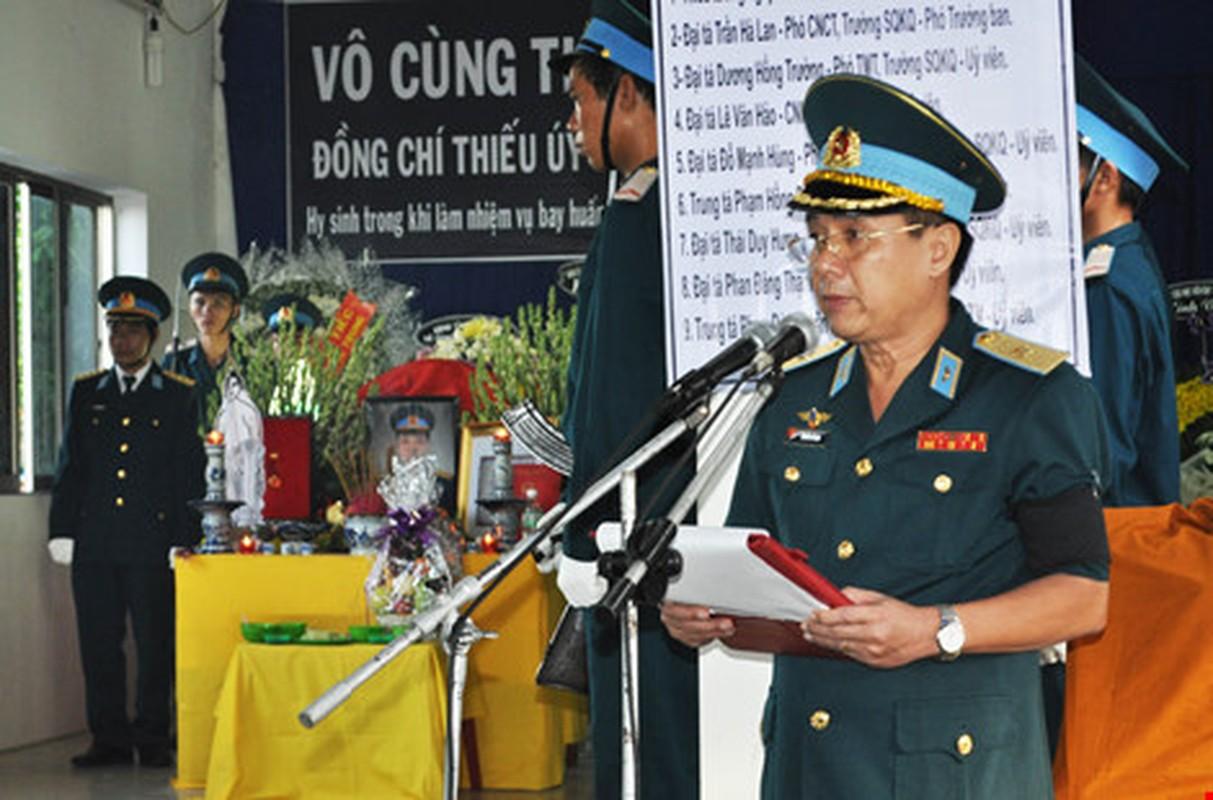 Nghen ngao vinh biet Thieu uy phi cong Pham Duc Trung
