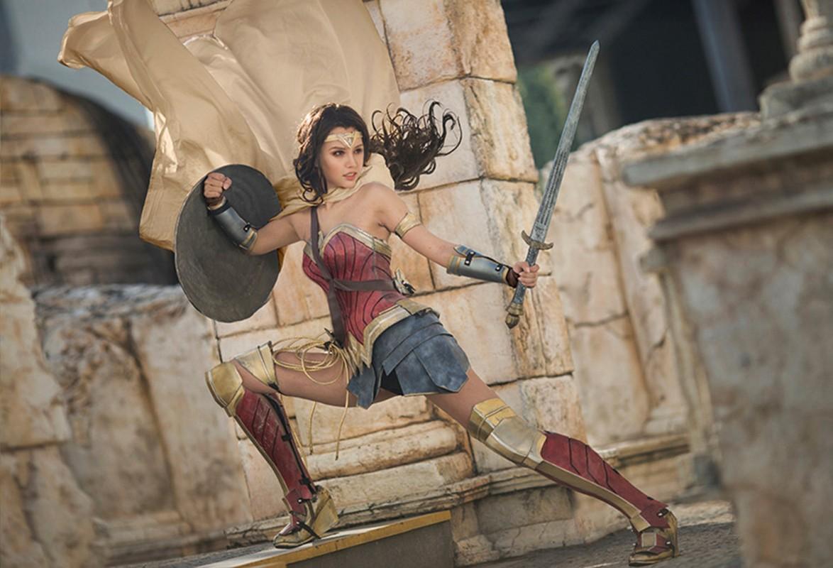Ngo ngang co gai cosplay Wonder Woman dep khong kem ban goc-Hinh-4