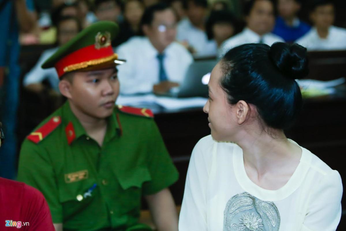 Anh: Hoa hau Phuong Nga cuoi tuoi nhu hoa truoc khi vao xet xu-Hinh-4