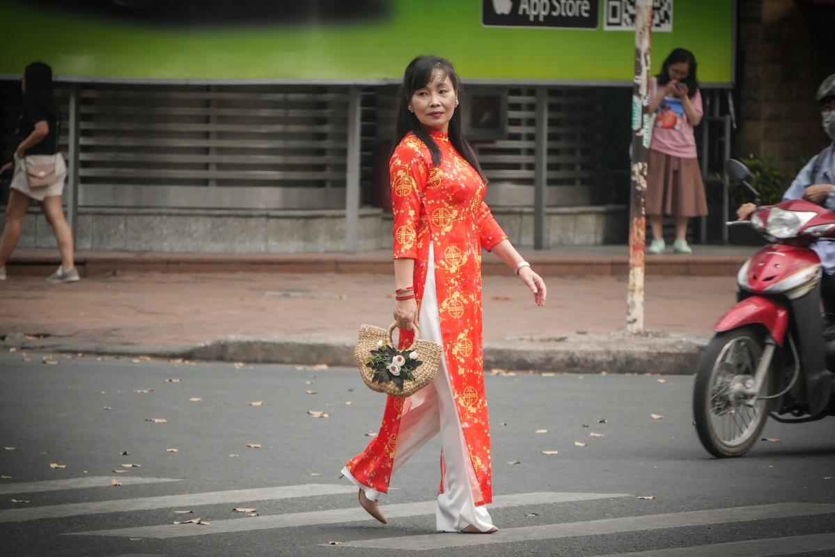Hotgirl Sai Gon xung xinh ao dai den check-in 'duong mai vang'-Hinh-13