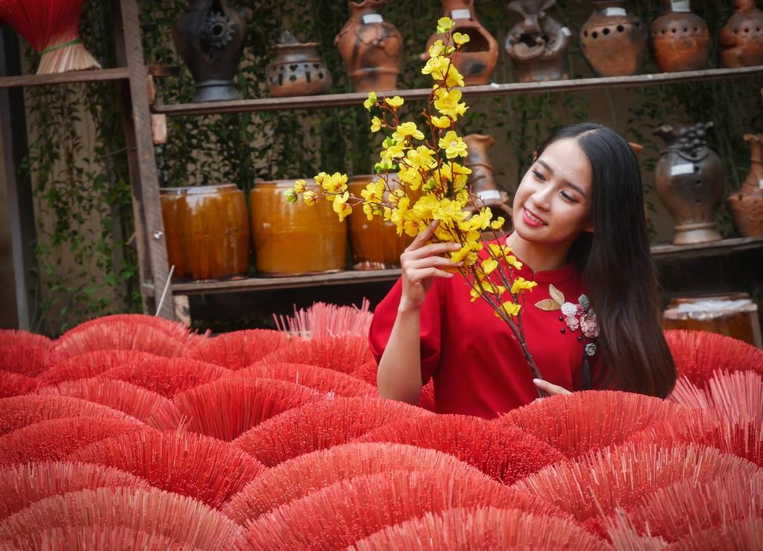 Hotgirl Sai Gon xung xinh ao dai den check-in 'duong mai vang'-Hinh-6