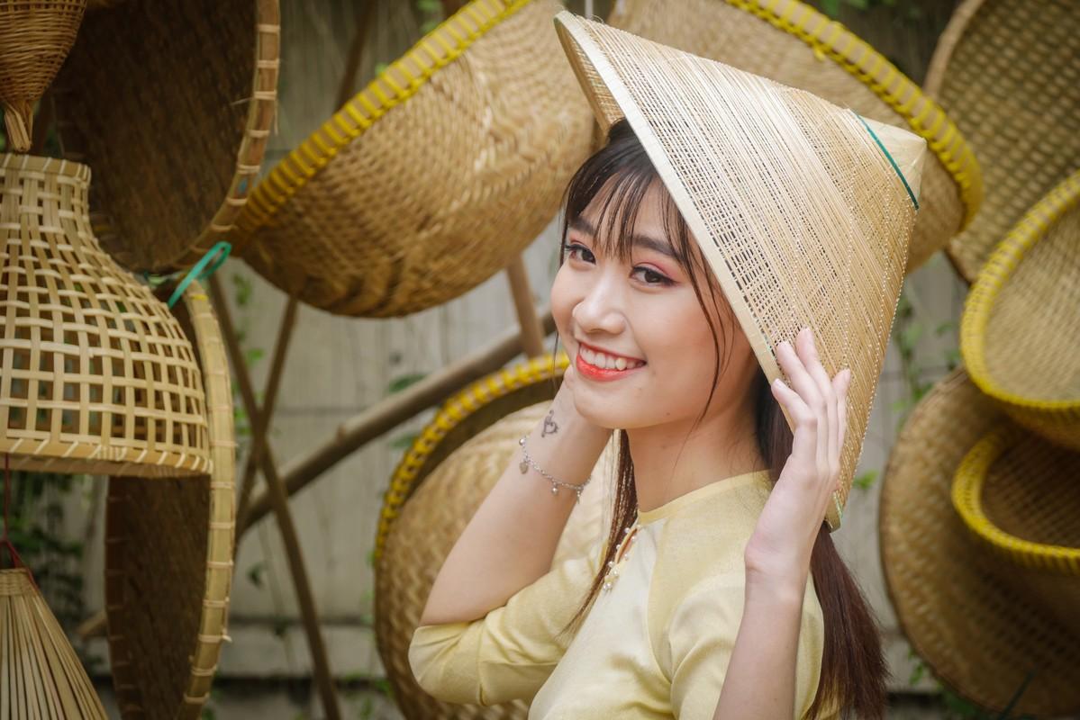 Hotgirl Sai Gon xung xinh ao dai den check-in 'duong mai vang'-Hinh-7