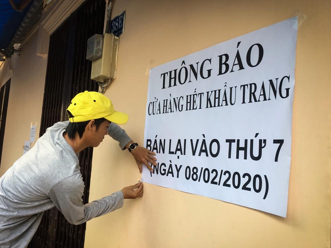 Thuong cam canh ba bau quyet bam tru o via he cho mua khau trang-Hinh-3