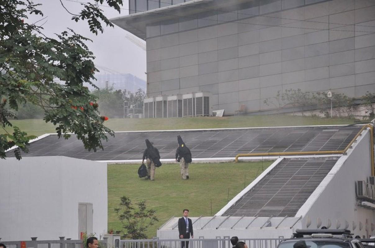 Soi balo vu khi cua linh ban tia ho tong Tong thong Trump bao ve khach san Marriott-Hinh-2