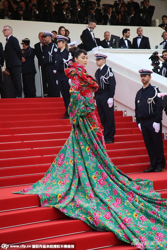 Nhung tham hoa thoi trang vay da hoi cua sao Hoa ngu-Hinh-2