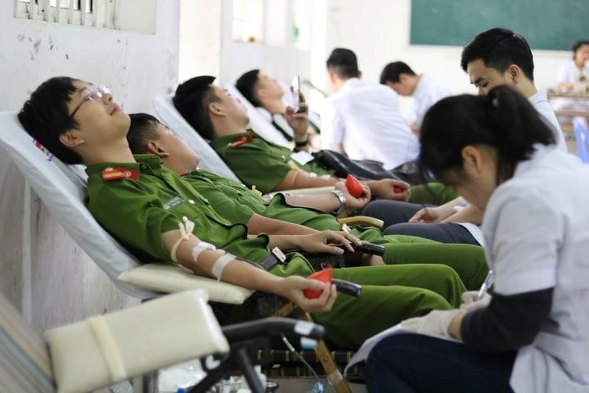 "Chuong trinh hien mau ""Chu nhat do"" to dam tinh nhan ai cua nguoi Viet Nam-Hinh-11"