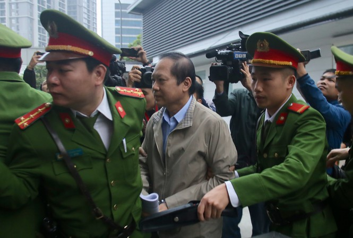 Vu AVG: Le Nam Tra khoc, ong Nguyen Bac Son, Truong Minh Tuan cui dau xau ho tai toa vi nhan hoi lo-Hinh-13
