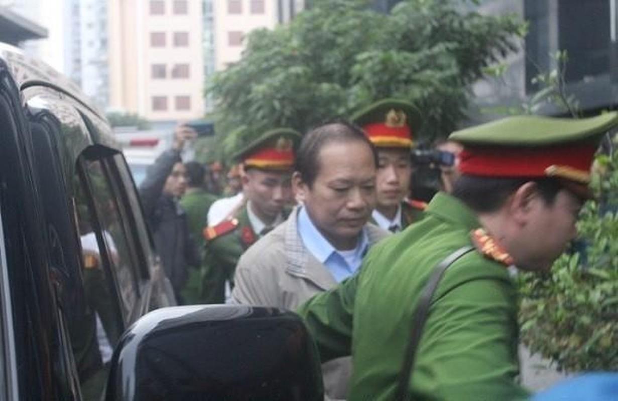 Vu AVG: Le Nam Tra khoc, ong Nguyen Bac Son, Truong Minh Tuan cui dau xau ho tai toa vi nhan hoi lo-Hinh-14