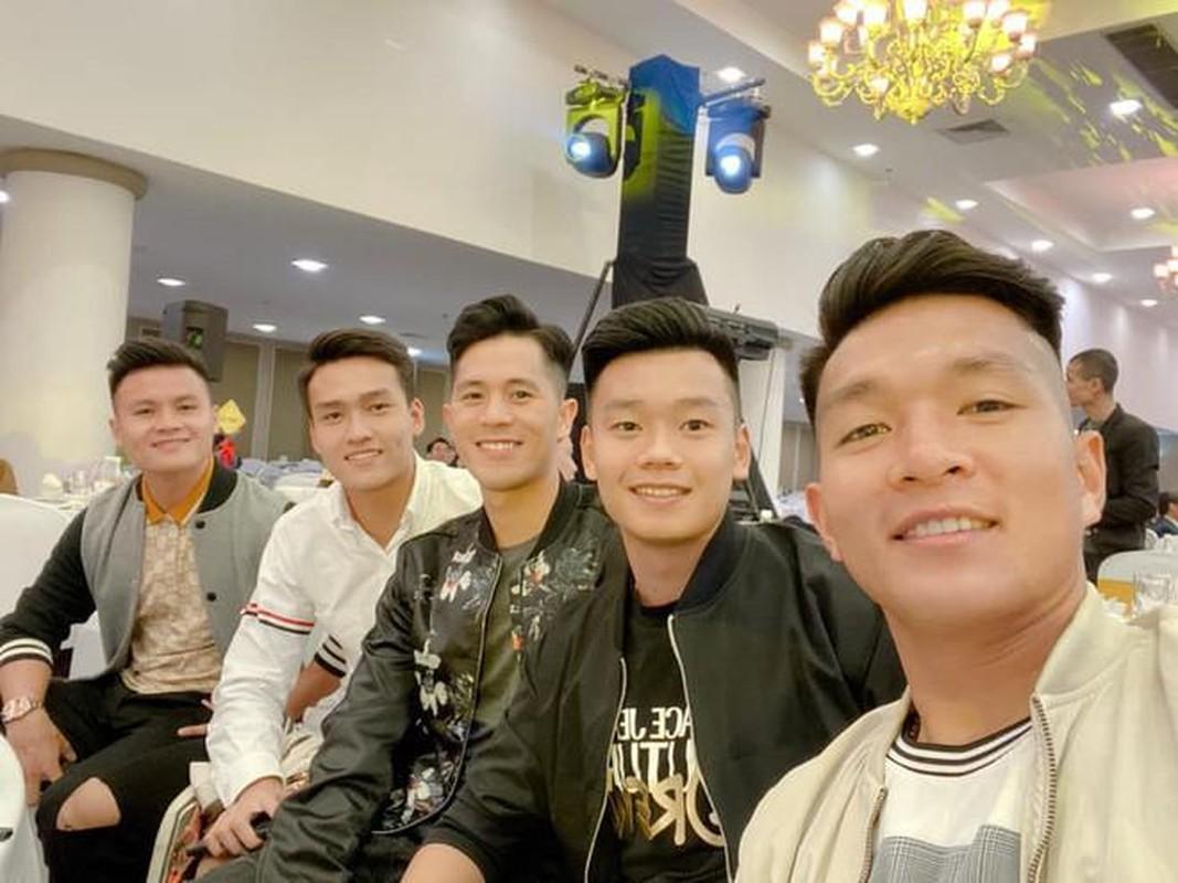 Truong 'Hip' leo nui, Quang Hai va dan cau thu ron rang don Tet-Hinh-2