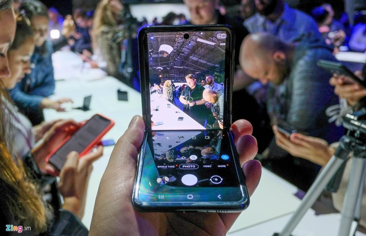 Galaxy Z Flip - cach mang moi cua Samsung - thuc te dep lung linh co nao?-Hinh-7