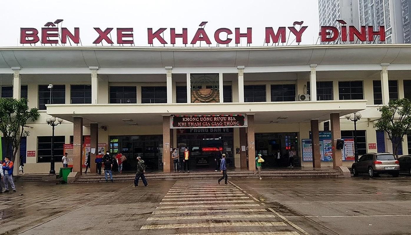 Dich Covid-19: Tai xe xe khach ngoi hut thuoc lao, vat chan nam ngu vi ben xe khong co khach