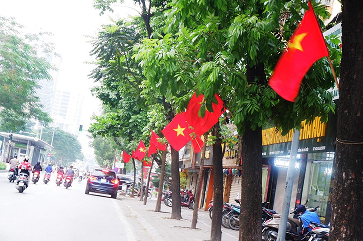 Pho phuong Ha Noi rop co chao mung dai le 30/4-Hinh-4
