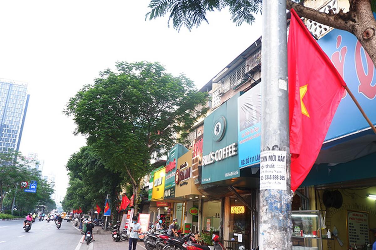 Pho phuong Ha Noi rop co chao mung dai le 30/4-Hinh-6