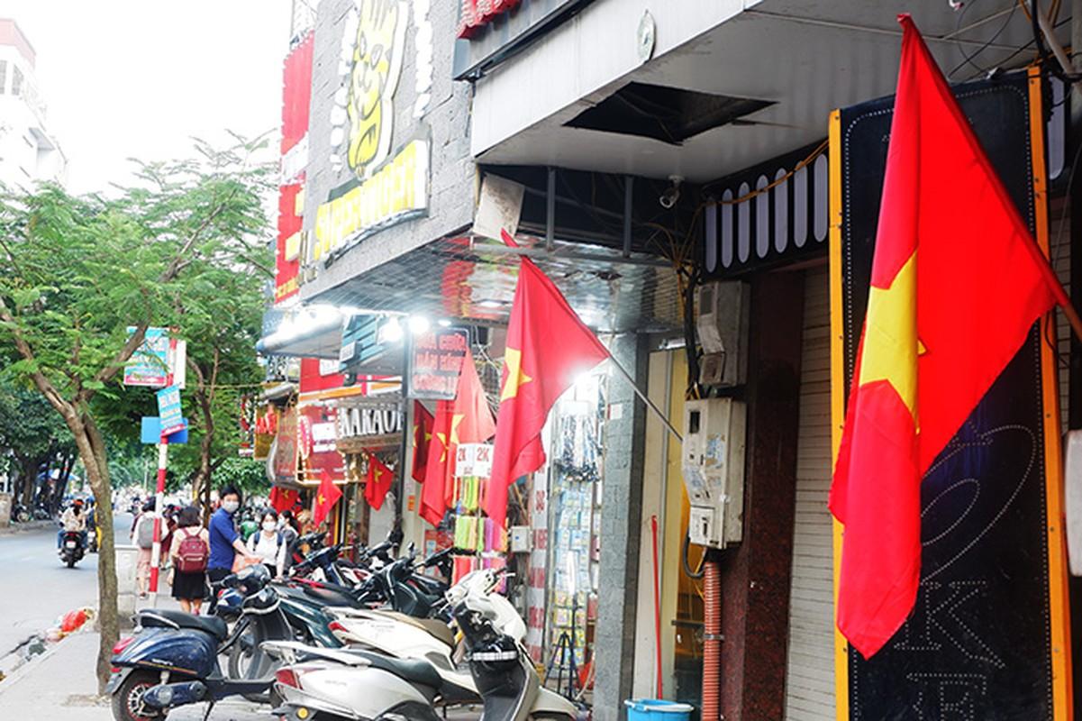 Pho phuong Ha Noi rop co chao mung dai le 30/4-Hinh-8