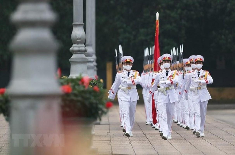Le thuong co tren quang truong Ba Dinh ky niem 45 nam thong nhat-Hinh-2