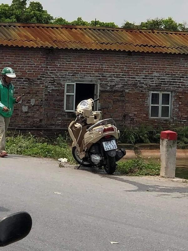 Phat hien thi the co gai cung chiec xe may bi bien dang duoi ao-Hinh-3