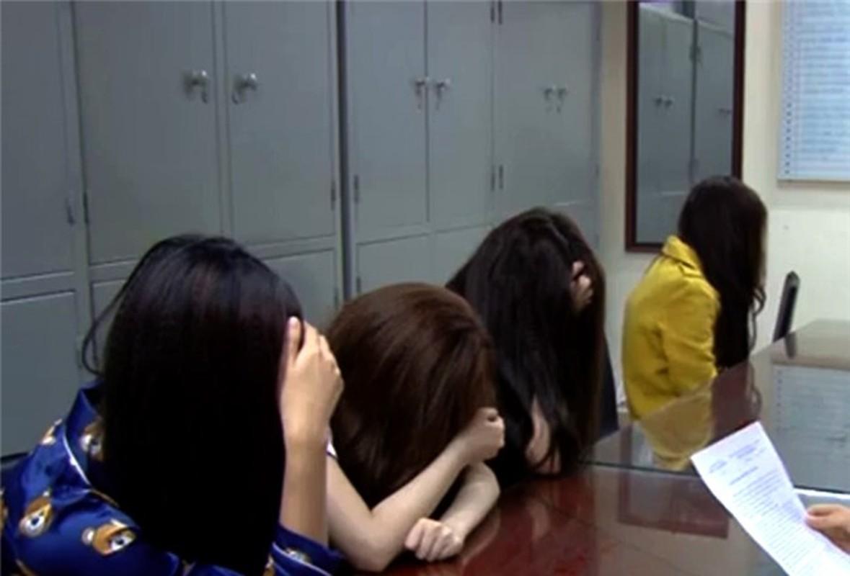 "Mua ban dam o Thanh Hoa: ""Beu ten"" loat tu ba hotgirl-Hinh-8"