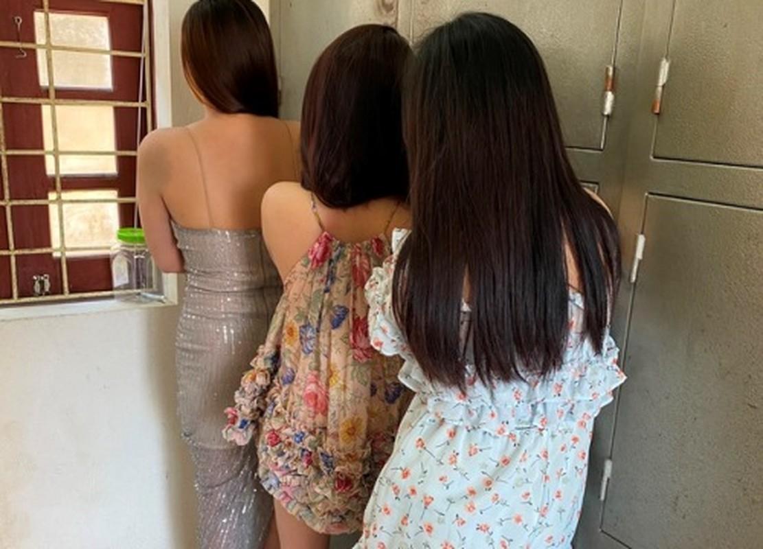 "Mua ban dam o Thanh Hoa: ""Beu ten"" loat tu ba hotgirl-Hinh-9"