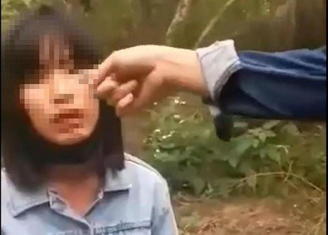 Bao vu lam guong sao nu sinh van danh ban roi quay clip len mang?-Hinh-8